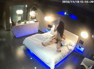 Voyeur in intimate room catches huge..