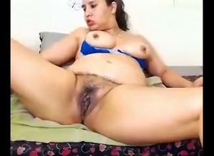 BBW demonstrate her puss on web cam